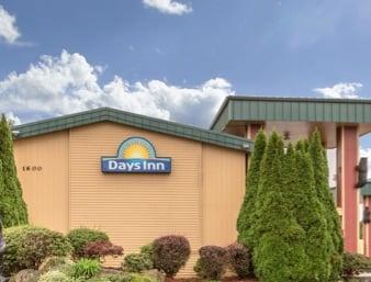 Days Inn by Wyndham Black Bear: 1600 Motor Court Northeast, Salem, OR