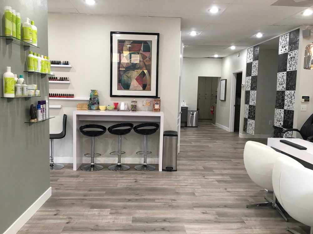 Beauty Station: 5525 Mission Rd, Bonsall, CA