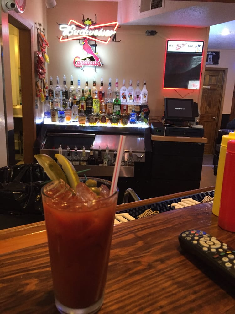 It'll Do Bar & Grill: 215 S Lake Of The Woods Rd, Mahomet, IL