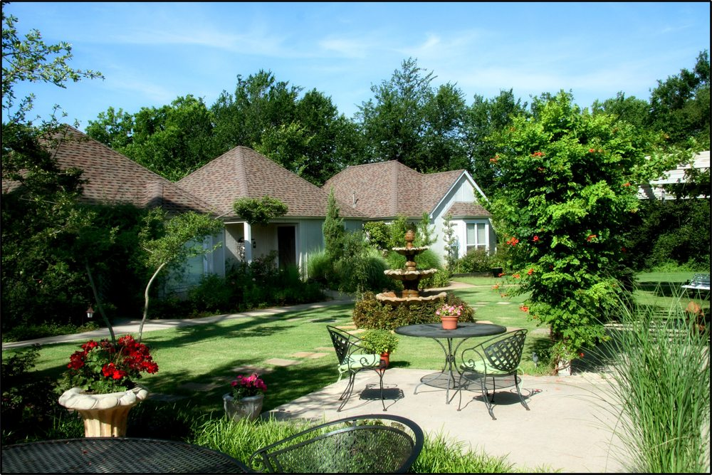 Lindley House Garden Cottages: 1211 N 10th St, Duncan, OK