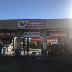 Oil Change Near Me Open Sunday >> Valvoline Instant Oil Change 26 Reviews Oil Change Stations