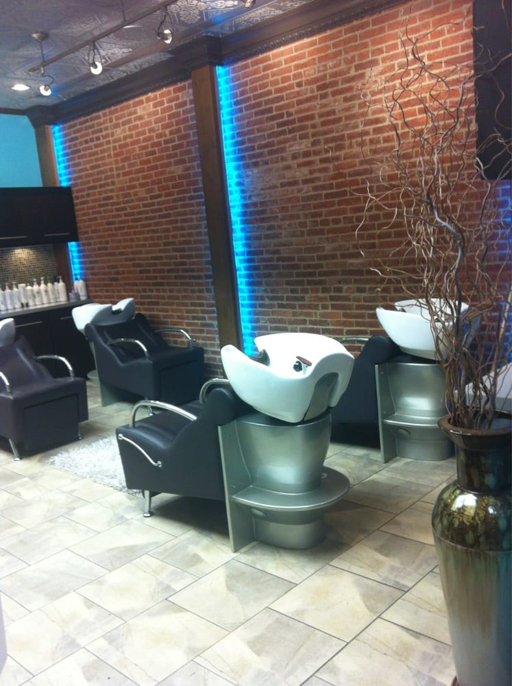 Envy studio 18 photos hair salons 24 w king st for 18 8 salon reviews
