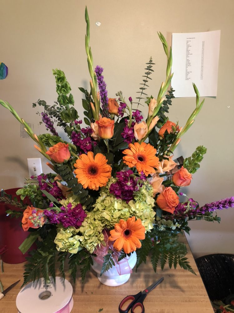 Joni's Flower Shop: 11 S Locust St, Poseyville, IN