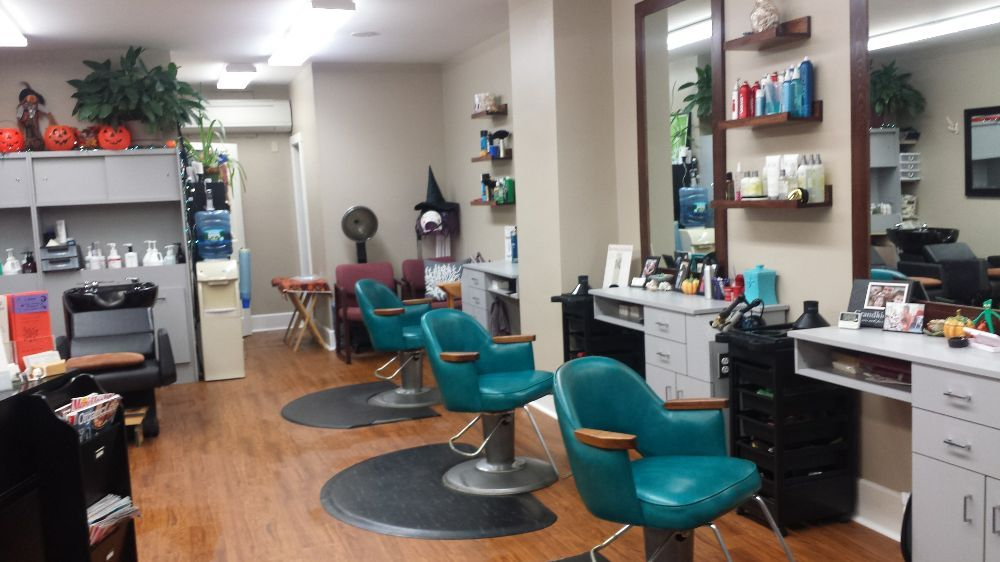 Shear Artistry Family Hair Salon: 5 Townsend Ave, Boothbay Harbor, ME