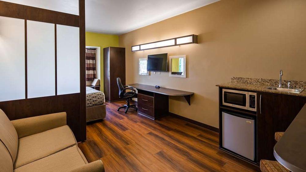Microtel Inn & Suites by Wyndham Buckhannon: 2 Northridge Drive, Buckhannon, WV