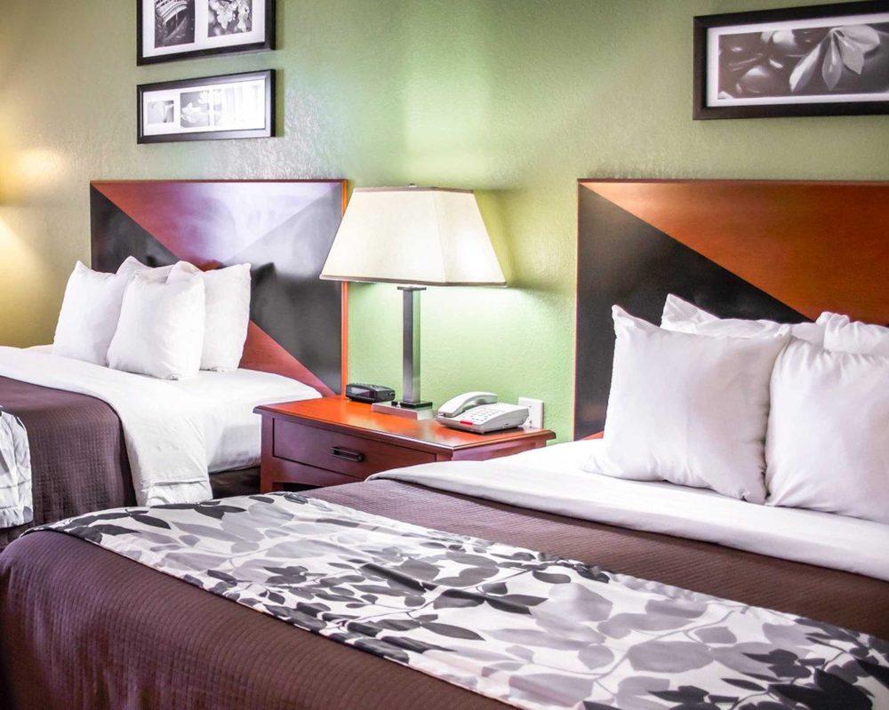 Sleep Inn Emporia: 899 Wiggins Rd, Emporia, VA