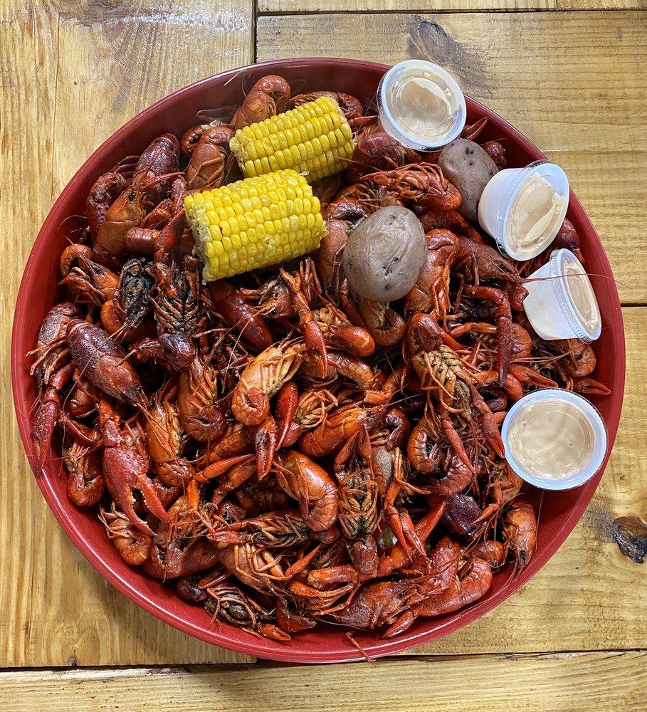 The Crawfish Hole: 405 Parkside Place Dr, Bridge City, TX