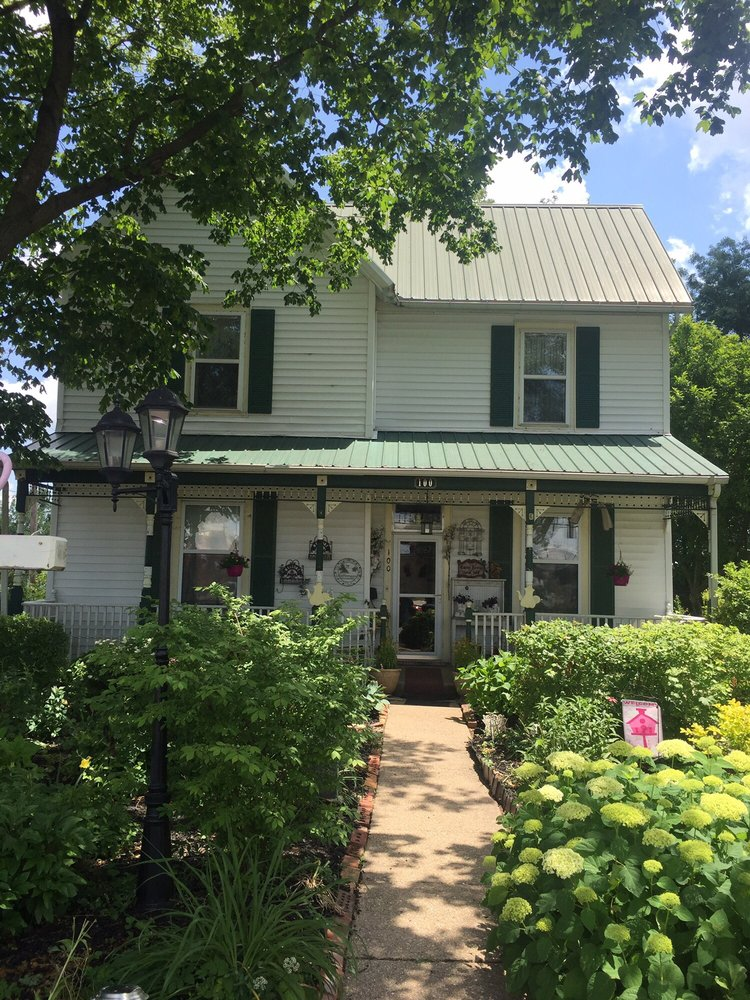 Shady Gables: 300 E Newton St, Versailles, MO