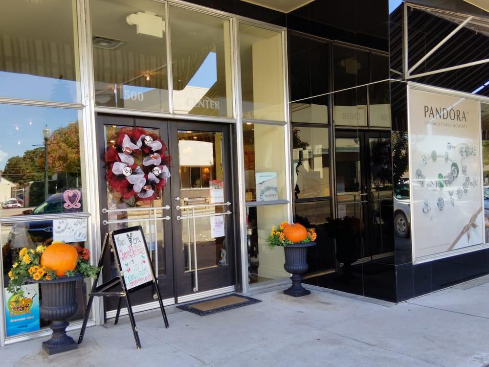 Hamilton's Clothg: 500 Center Ave, Brownwood, TX