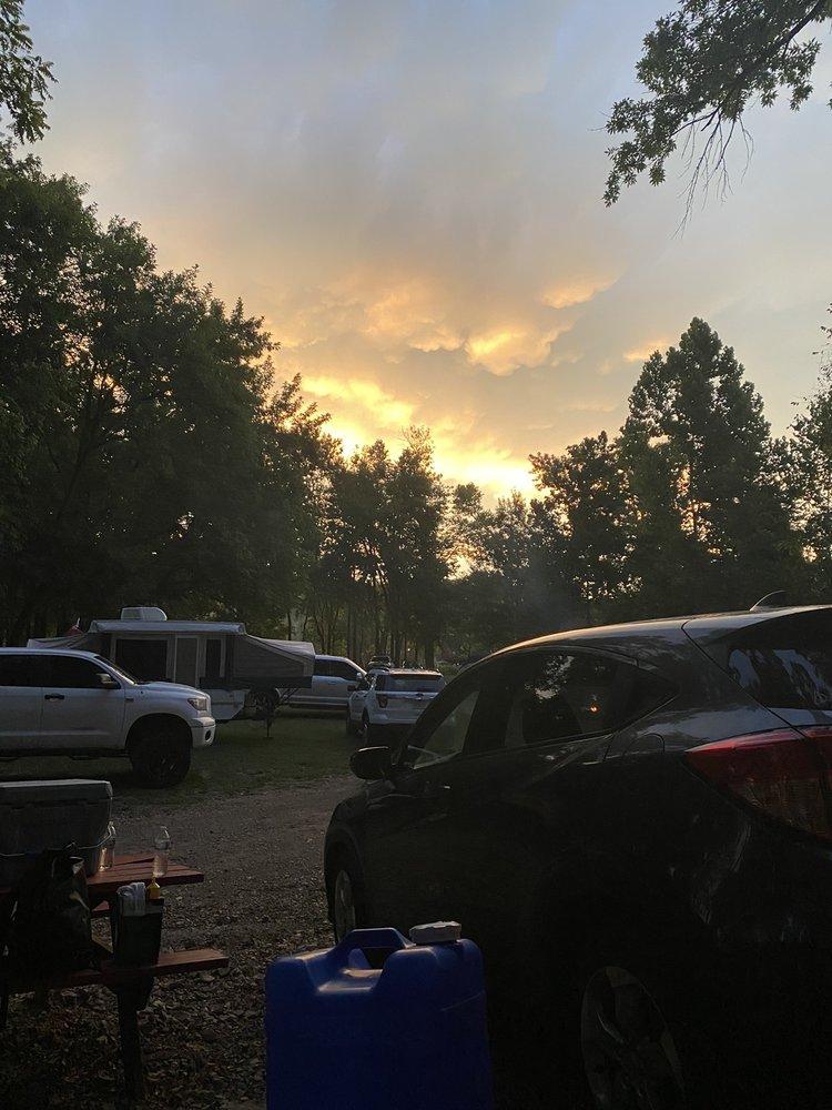 Gracies Canoe Camp: Pineville, MO