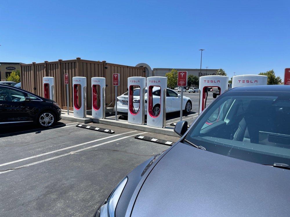 Tesla Supercharger - Palmdale: 1233 W Rancho Vista Blvd, Palmdale, CA