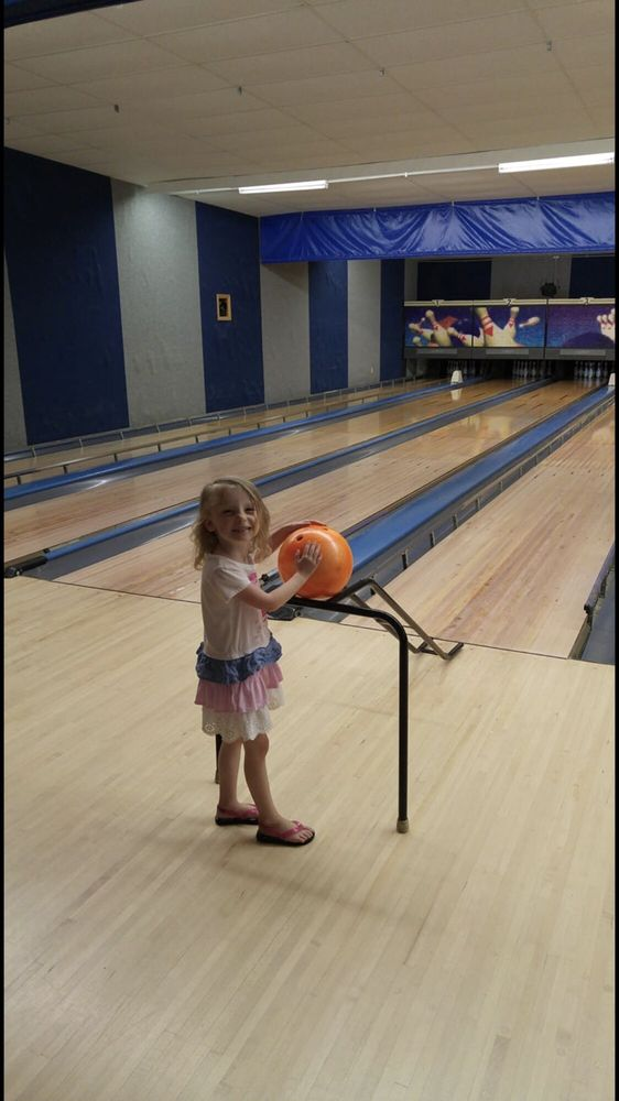 Tri County Bowl: 207 Krause Dr, Jerseyville, IL