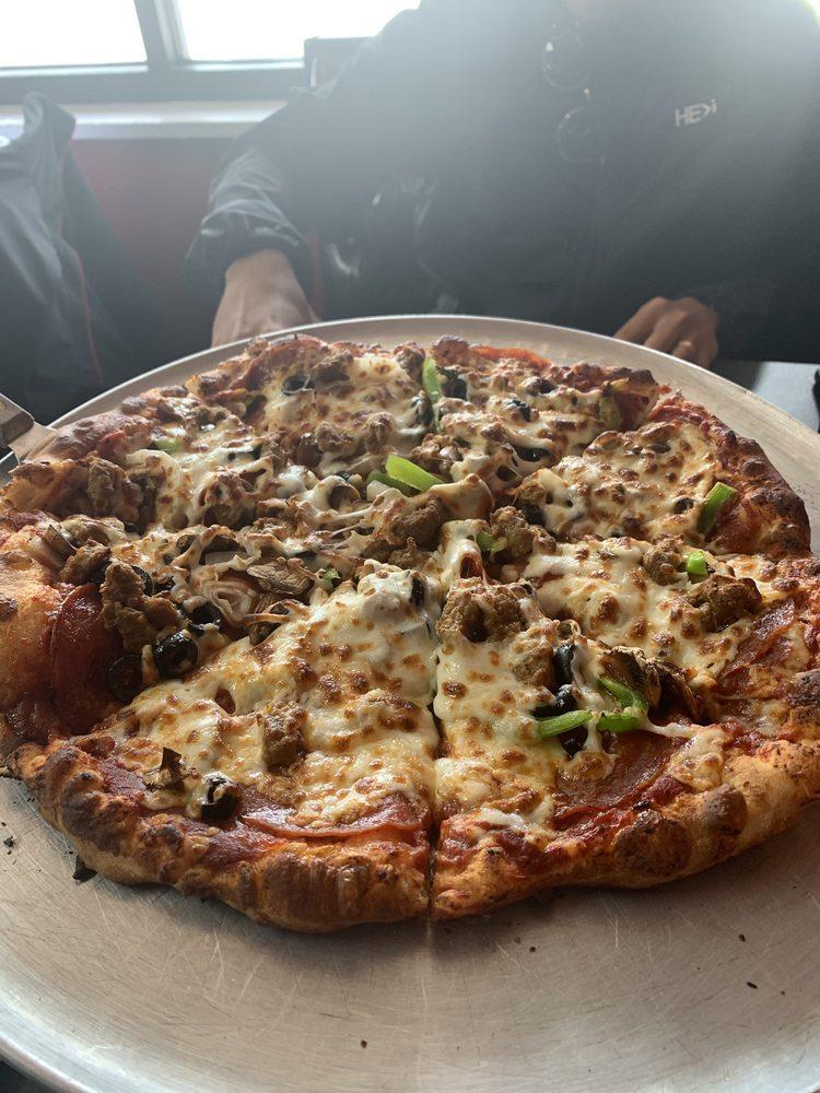 Shogunz Pizzeria: 309 W Cedar St, Rawlins, WY