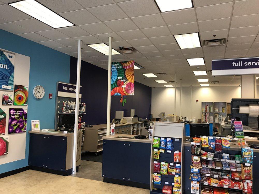 FedEx Office Print & Ship Center: 275 Parkway Dr, Lincolnshire, IL