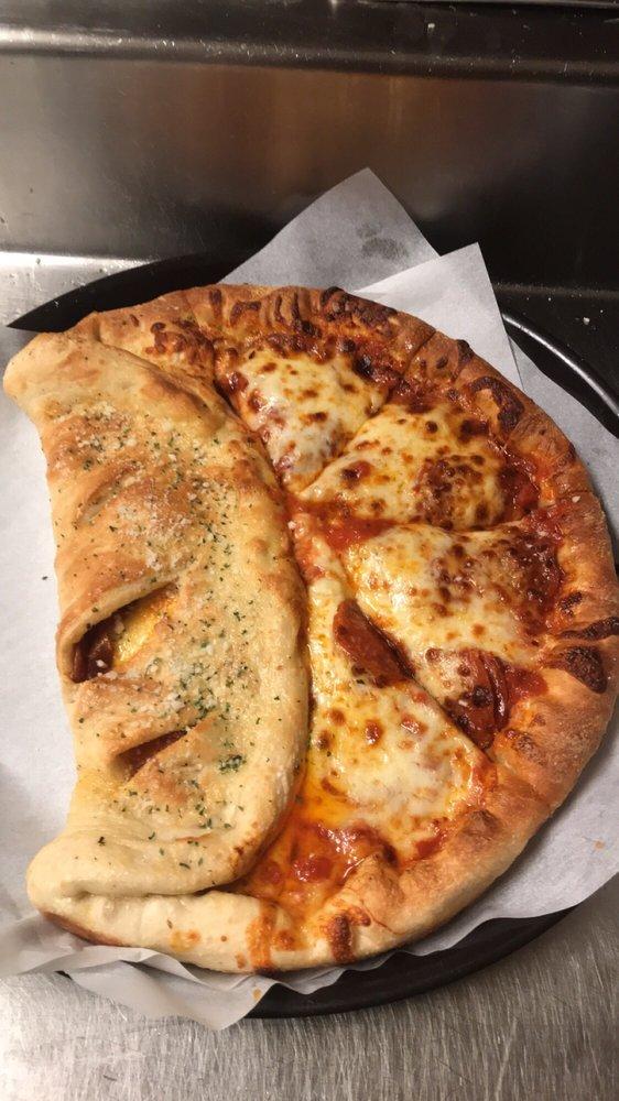 Belleria's Pizza: 3549 State Rte 5, Cortland, OH