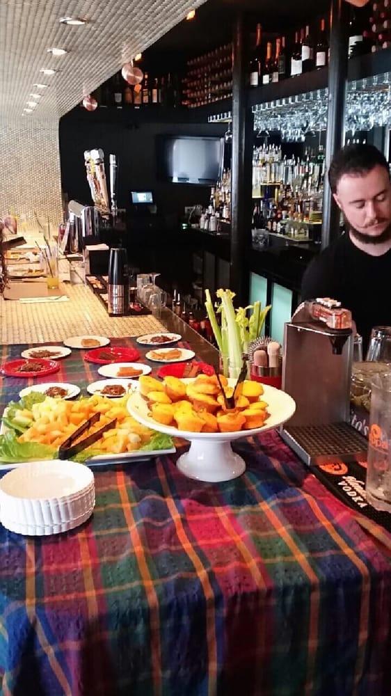 Nightlife Darryl S Corner Bar Kitchen