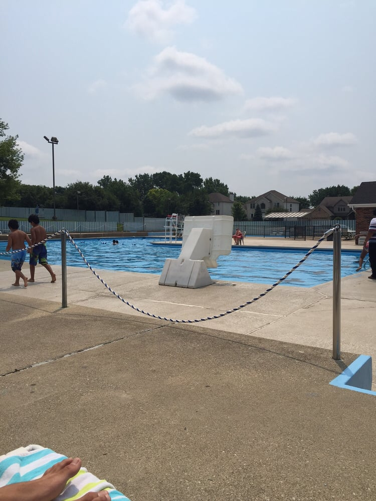 Meadows swim tennis club piscines 400 59th st lisle for Club piscine boucherville telephone