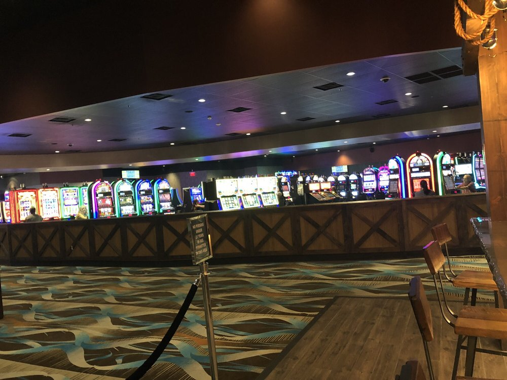 Cherokee Casino Will Rogers Downs: 20900 S 4200th Rd, Claremore, OK