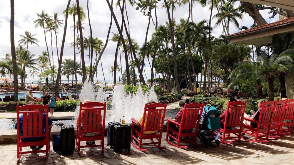 Hilton Hawaiian Village Waikiki Beach Photo Gallery: Love The Christmas Decour!