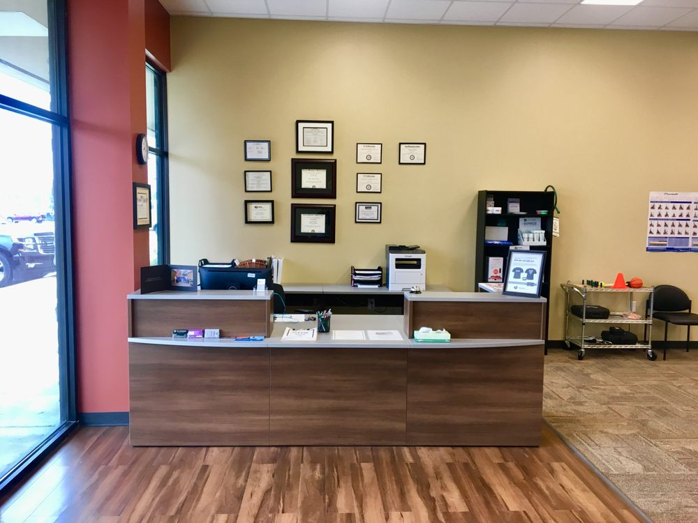 Peak Physical Therapy: 905 E Hwy 82, Gainesville, TX
