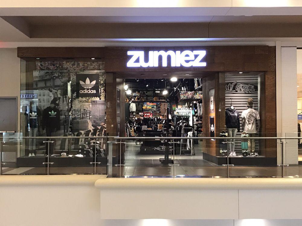 Zumiez: 200 Baychester Ave, Bronx, NY