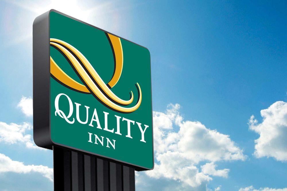 Quality Inn: 900 N Harborth Ave, Three Rivers, TX