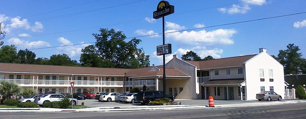 Regency Inn & Suites: 424 US Hwy 25 N, Millen, GA