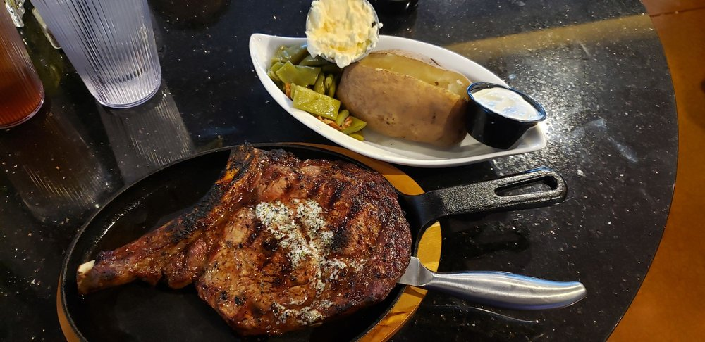 Bailey's Supper Club: 2723 Sheridan Rd, Zion, IL
