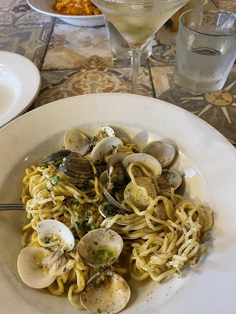 Taurasi Restaurant - stile italiano: 14 N Cass Ave, Westmont, IL