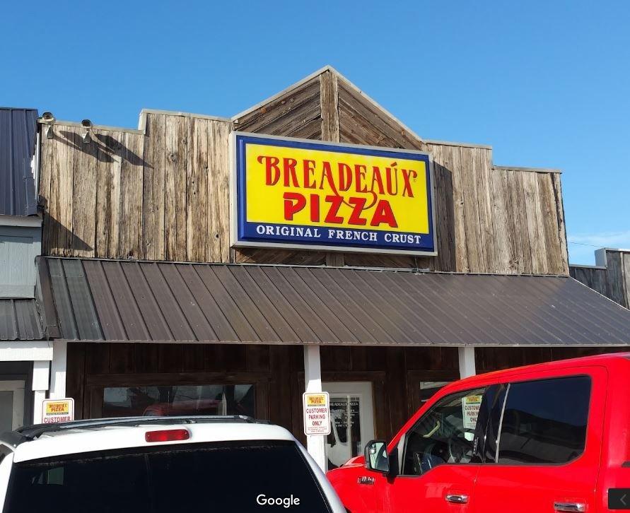 Breadeaux Pizza: 825 17th Ave SW, Altoona, IA