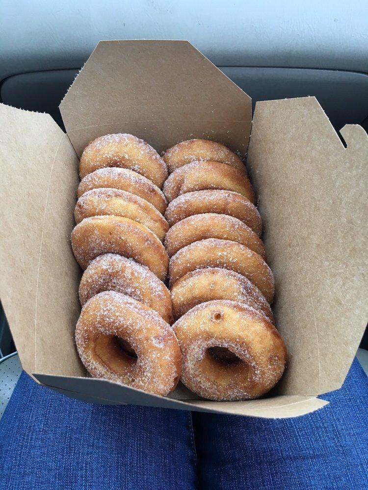 Mama Crockett's Cider Donuts: 12th and Main, Lynchburg, VA