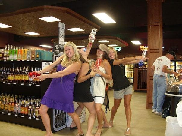 Quality Beverages: 37461 Highway 18, Prairie Du Chien, WI
