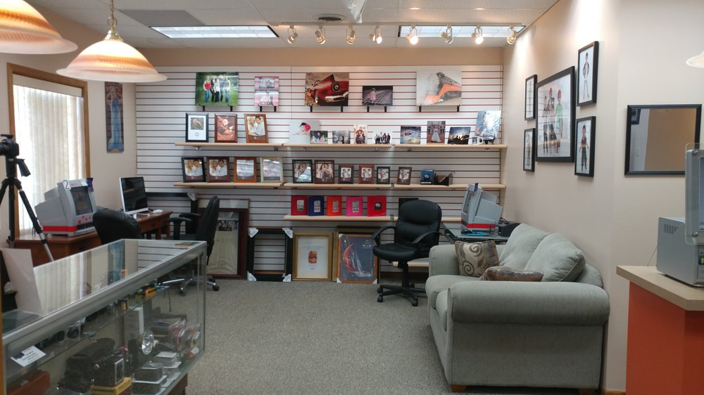 Rainbow Photo Labs: 215 11th Ave SW, Minot, ND