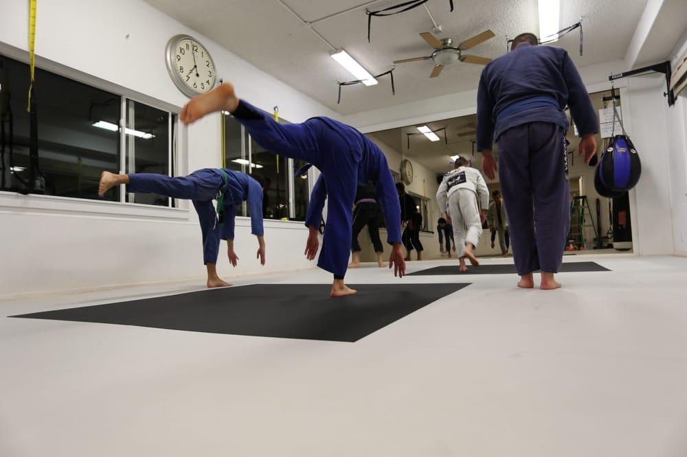 Kentfield MMA: 941 Sir Francis Drake Blvd, Kentfield, CA