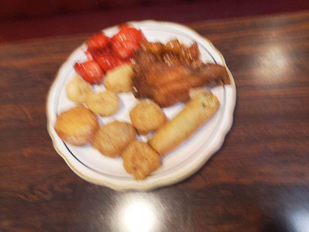 Ming's Chinese Restaurant: 210 W Miner St, Yreka, CA