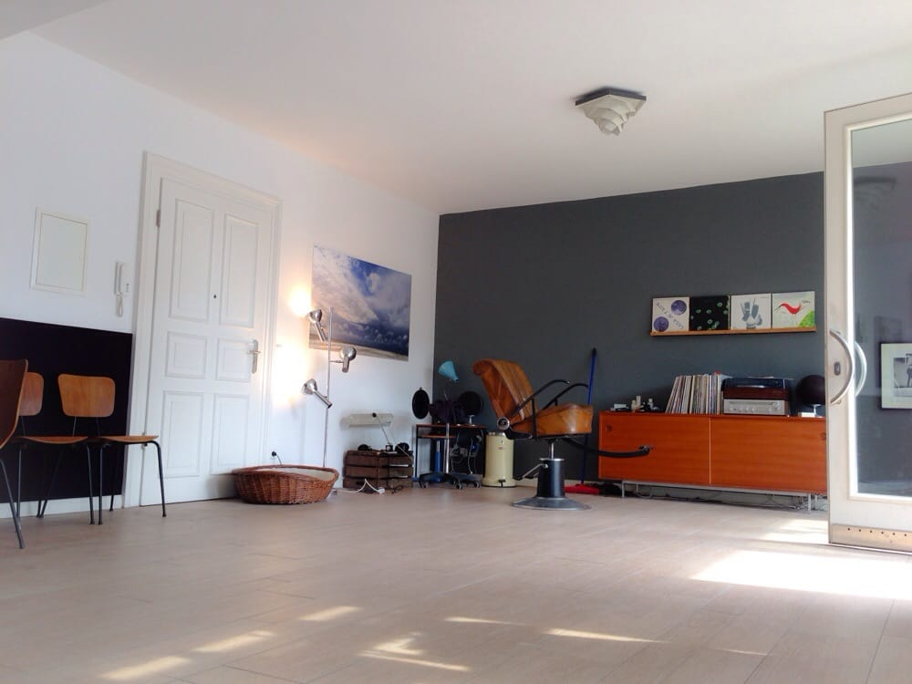 ein friseur fris rer schwedter str 11 prenzlauer berg berlin tyskland telefonnummer yelp. Black Bedroom Furniture Sets. Home Design Ideas