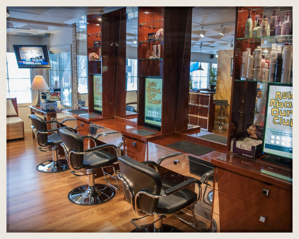 Distinctive Touch Salon: 243 Main St, Moosup, CT