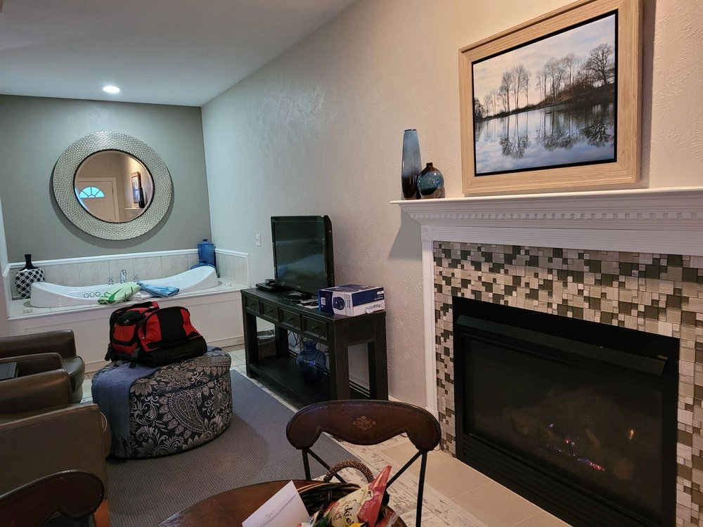 Huron House Bed & Breakfast: 3124 N US Hwy 23, Oscoda, MI