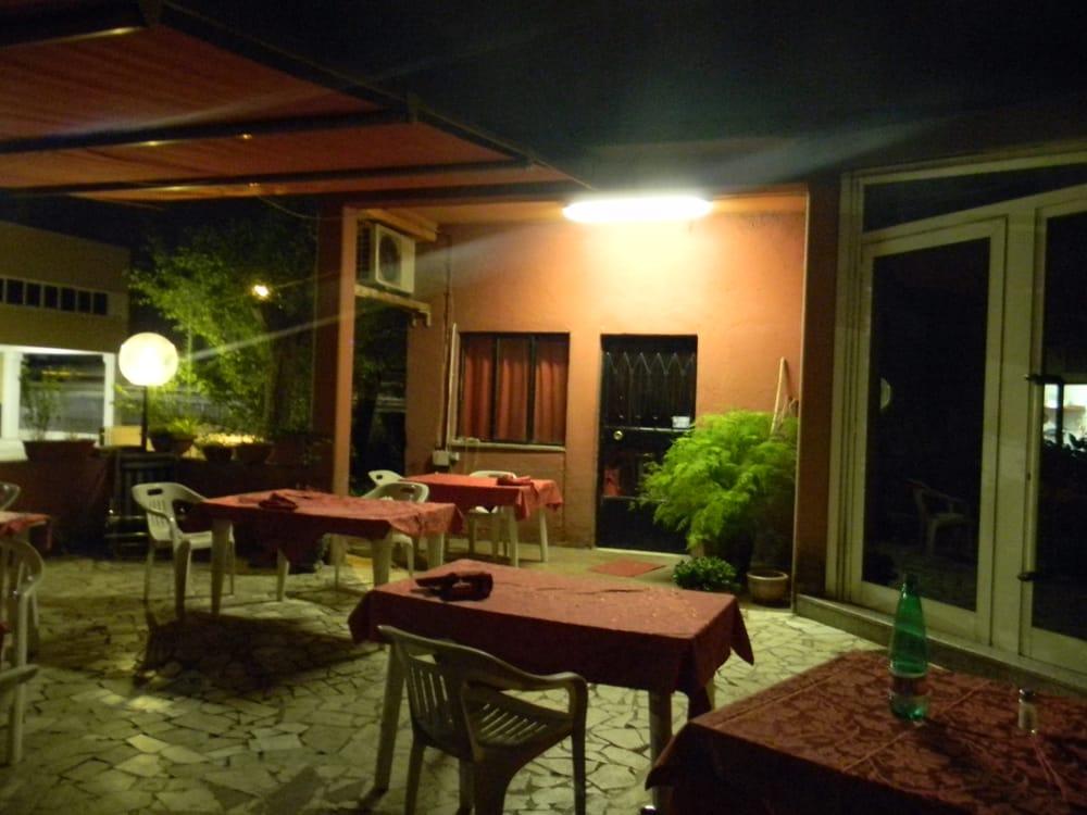 Trattoria ferrero alla collinetta cucina italiana via for Enormi isole di cucina