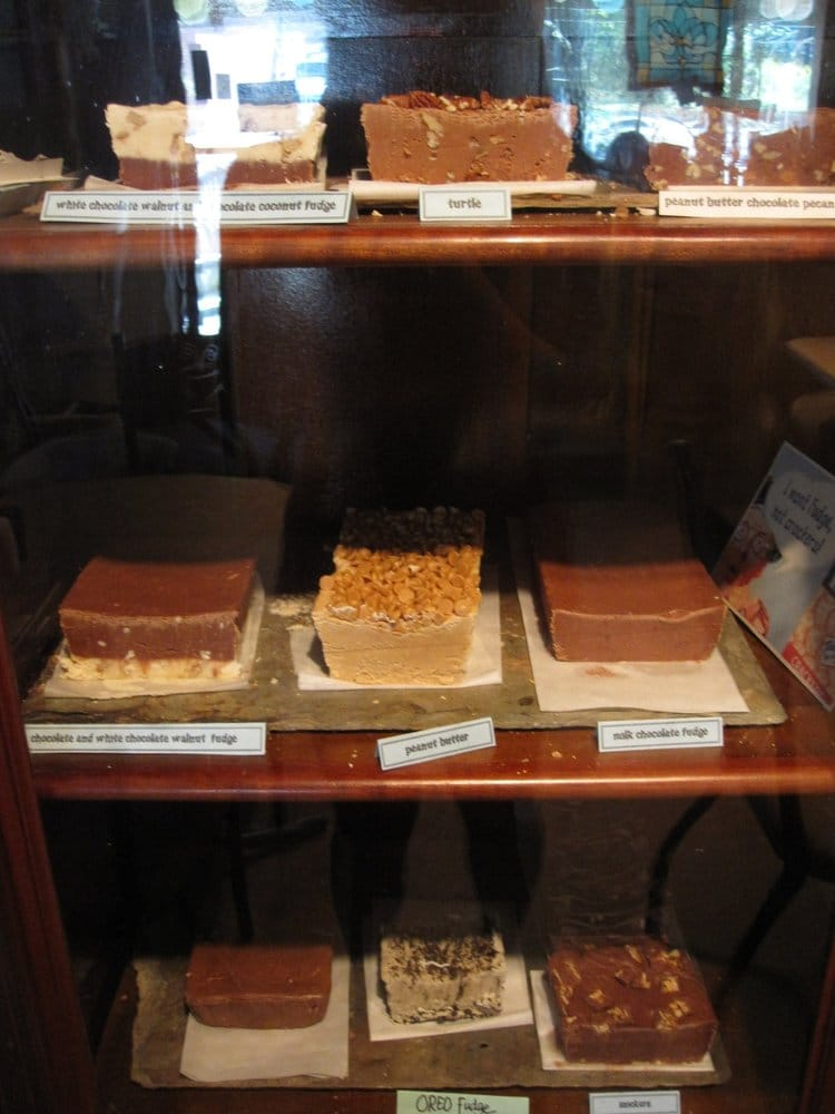 Dawn Marie's Corner Cafe: 22059 Hwy 59, Abita Springs, LA