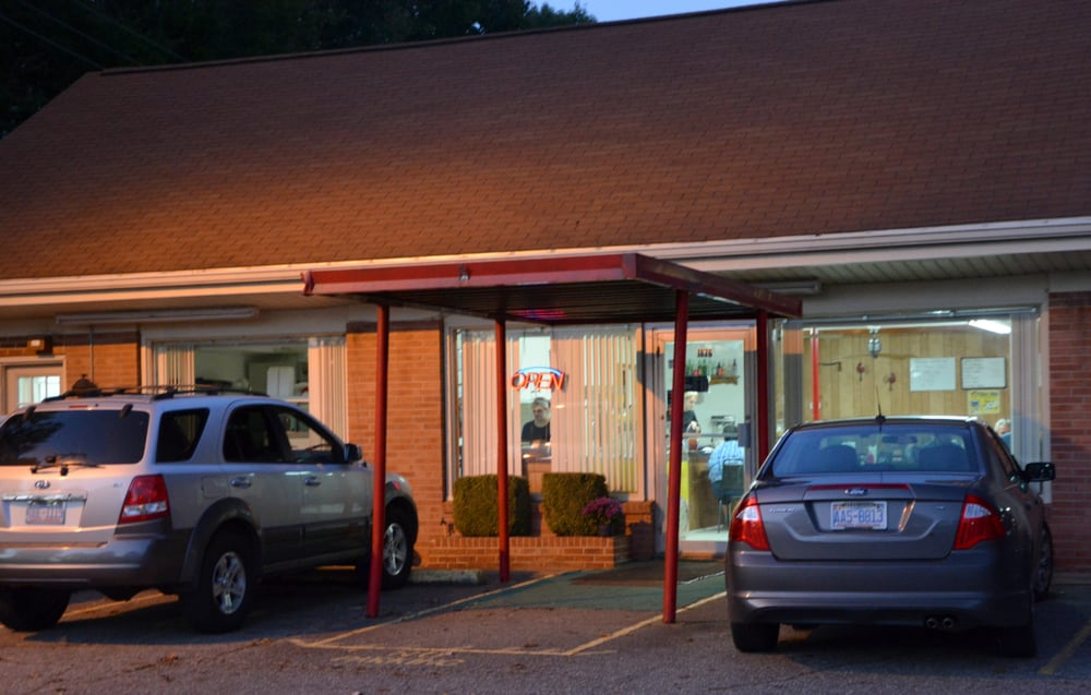 Chip's Cafe: 1876 W Memorial Hwy, Union Grove, NC