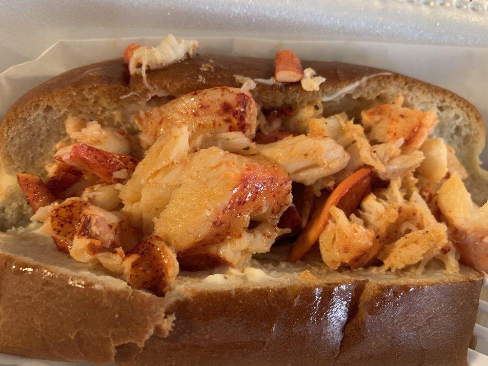 Anns Lobster Rolls: 3349 Jefferson Davis Hwy, Stafford, VA