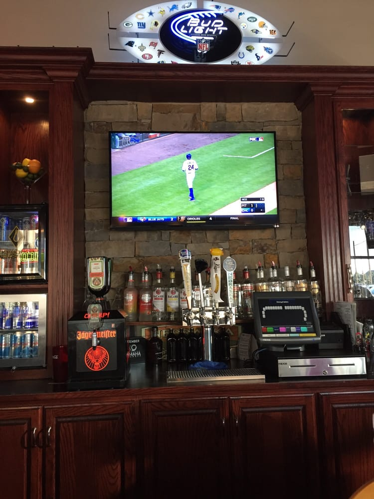 The Good Life Sports Bar and Grill