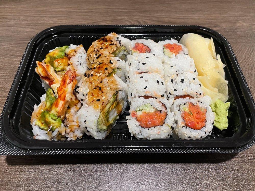 Tomo Sushi: 623 SW 152nd St, Burien , WA