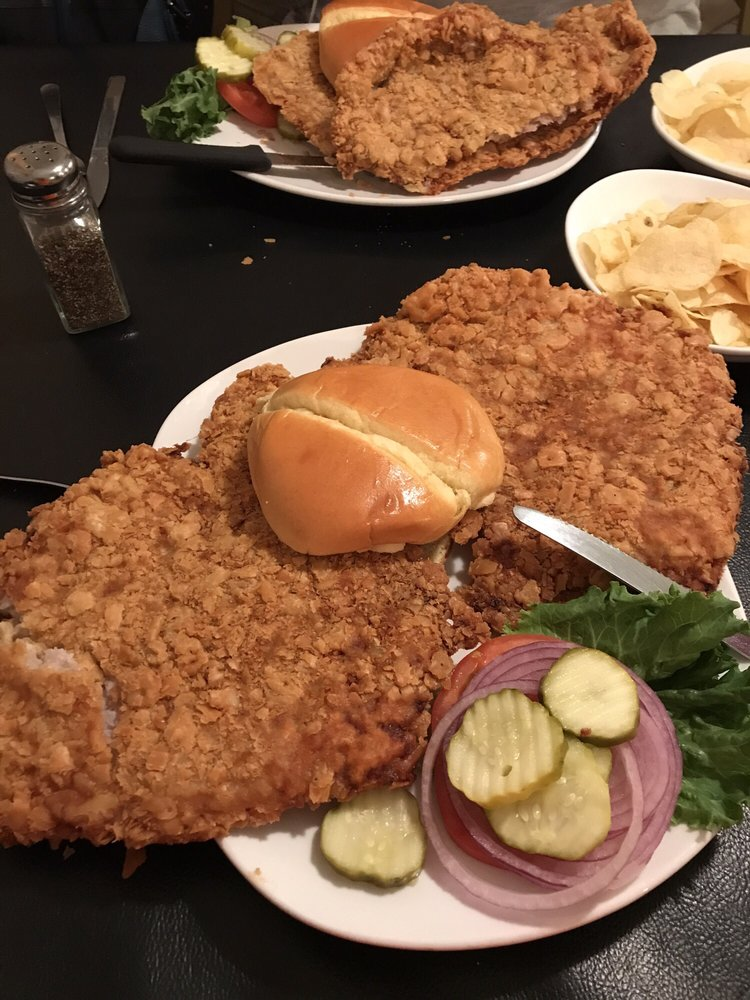 Di's Downtown: 1046 N 2nd St, Chillicothe, IL