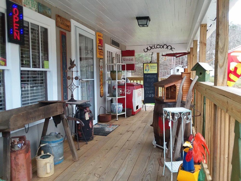 Farm House Antiques: 795 Sunnyside Rd, Hiawassee, GA