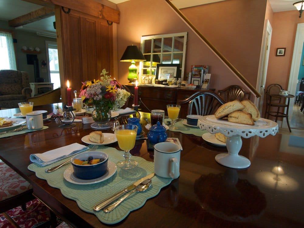 Sampler House Bed & Breakfast: 22 Main St, Milton, VT