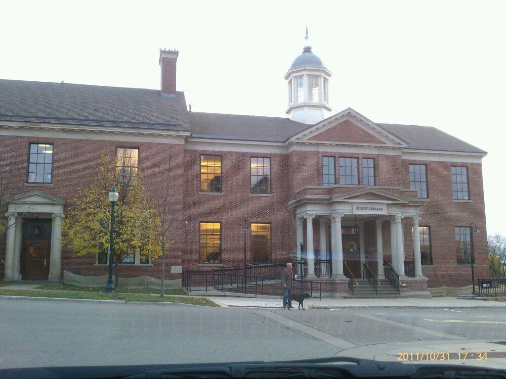 Petoskey District Library: 500 E Mitchell St, Petoskey, MI