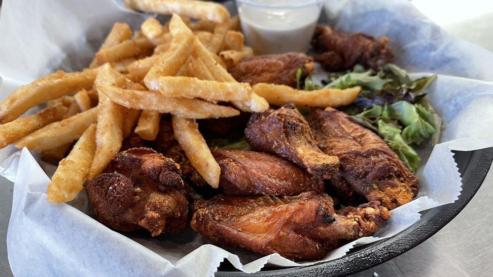 Flight Deck Bar & Grill: 1207 W Gurler Rd, Rochelle, IL