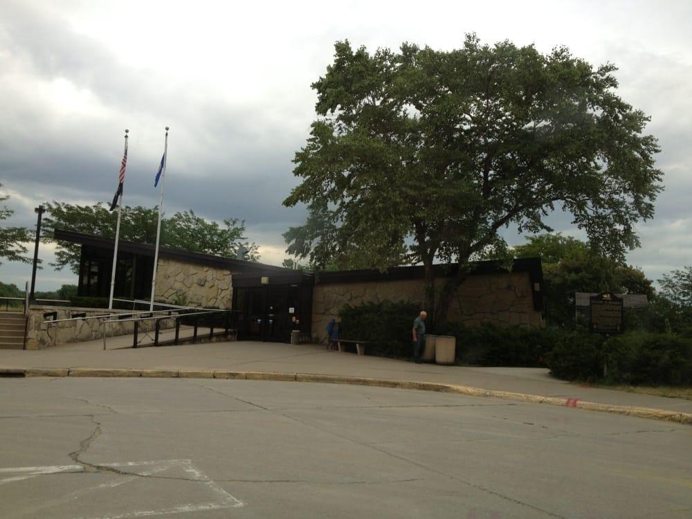 Dresbach Travel Information Center: 33020 Hwy 61, La Crescent, MN